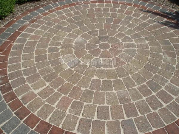 Circular monoblock patio after cleaning and sealing